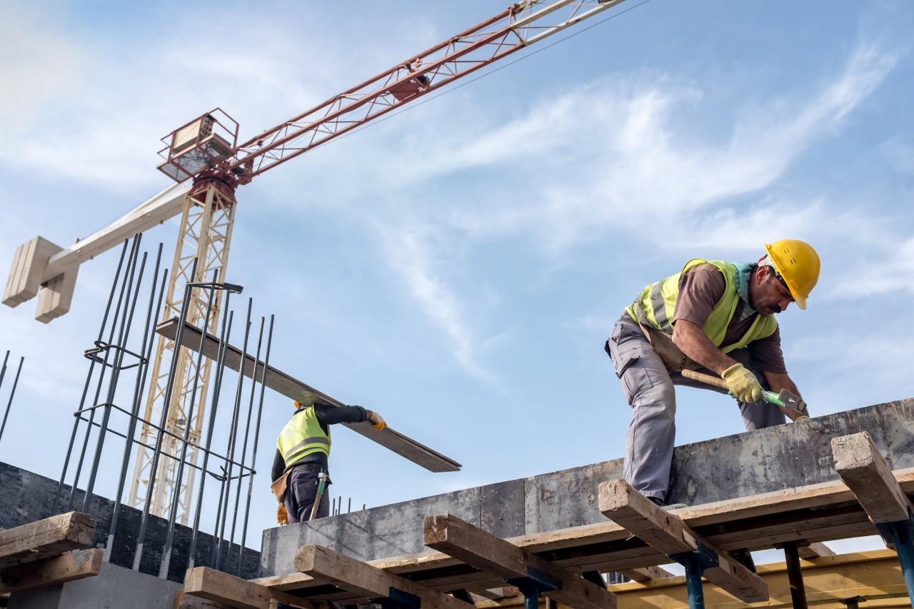 Baumeister greifen die Rente mit 60 an.
